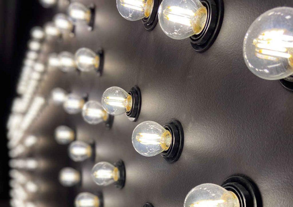 Las bombillas de halógeno iluminan con gran potencia